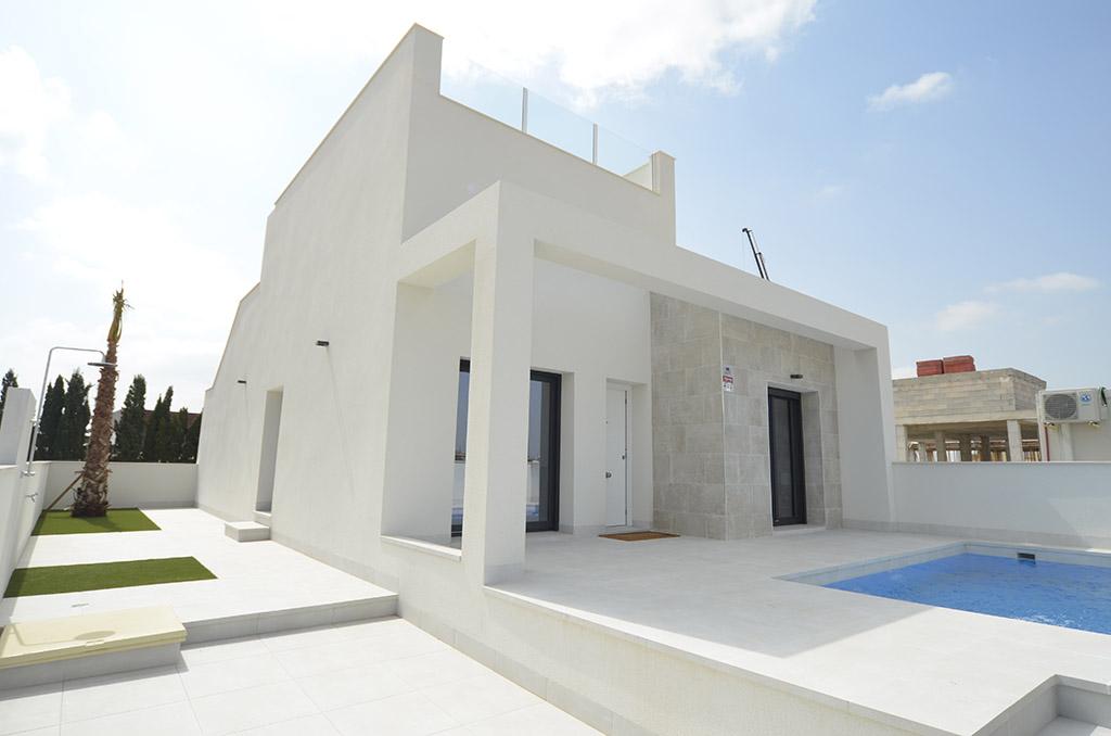 Moderne bungalow met zwembad