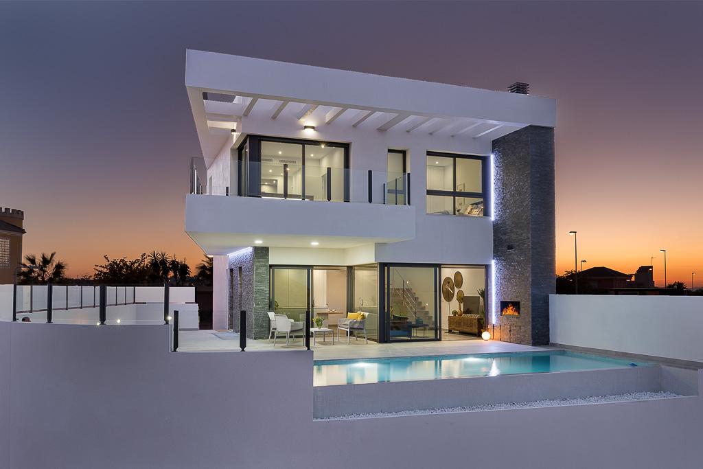 Vrijstaande villa met zwembad en uitzicht op zee