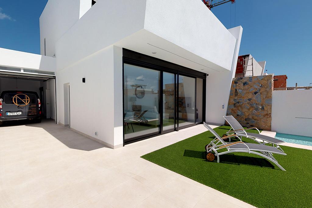Villa met privé garage