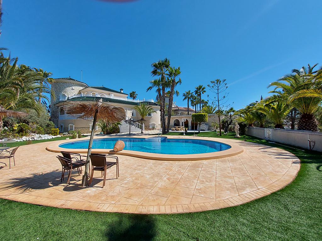 Huis met uitzicht op de golfbaan en de zee / Rojales